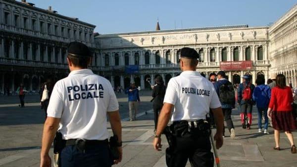 polizia municipale locale venezia san marco piazza vigili-2